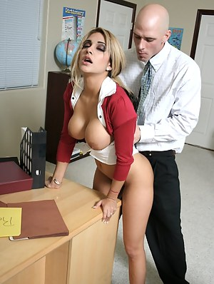 College Big Tits Porn Pictures